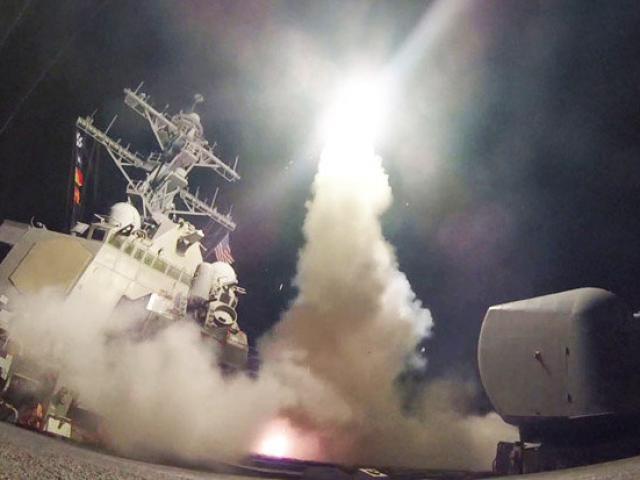 Chiến đấu cơ Mỹ bất ngờ dội bom đoàn xe quân đội Syria 3