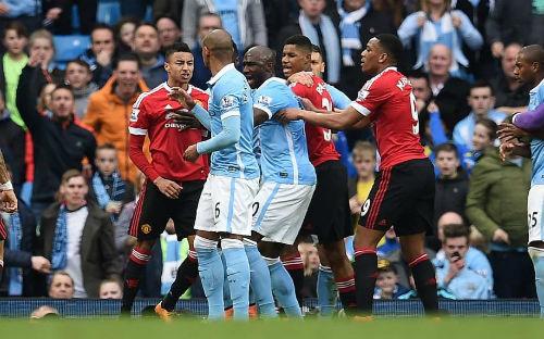 Top 4 Ngoại hạng Anh: Derby Manchester quyết định tất
