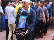 """Sao Việt nghẹn ngào đưa tiễn  """" cậu Trời """"  Hoàng Thắng"""