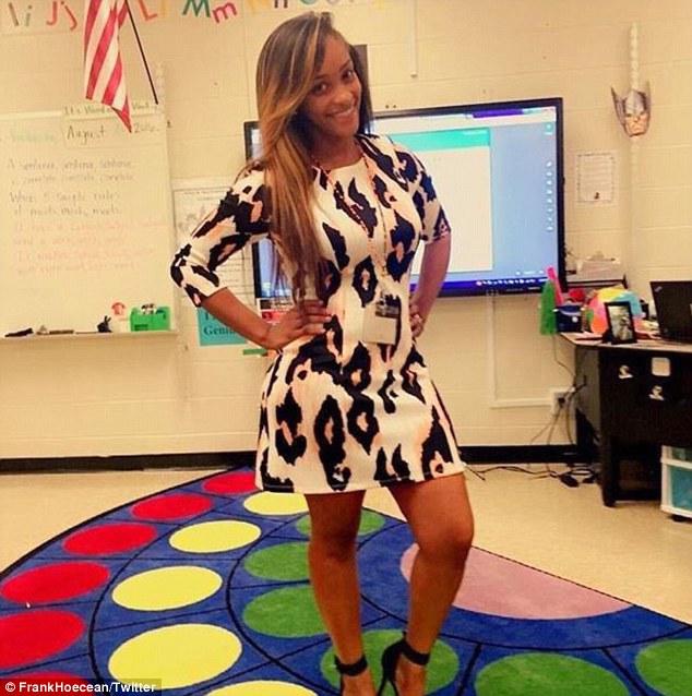 Nữ giáo viên Mỹ gây tranh cãi vì mặc váy          quá bó đi dạy - 4