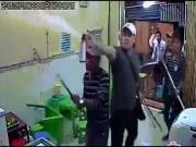 An ninh Xã hội - Clip giang hồ xịt hơi cay, đập quán kem ở Sài Gòn