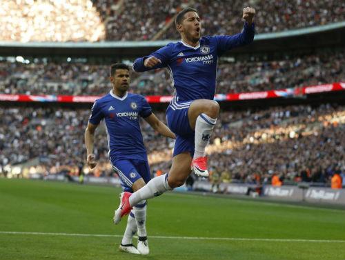 """""""Tế thần"""" cho Hazard, Ronaldo trở thành kẻ địch của MU"""