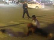 Tin tức trong ngày - Nam thanh niên chết lặng ôm thi thể bạn gái sau TNGT