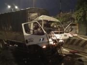 Huy động xe cẩu tách hai phương tiện, giải cứu tài xế
