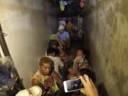 Thế giới - Bất ngờ hầm giam sau giá sách của cảnh sát Philippines