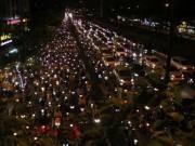 """Tin tức trong ngày - Người dân """"nghẹt thở"""" rời Sài Gòn về quê nghỉ lễ"""