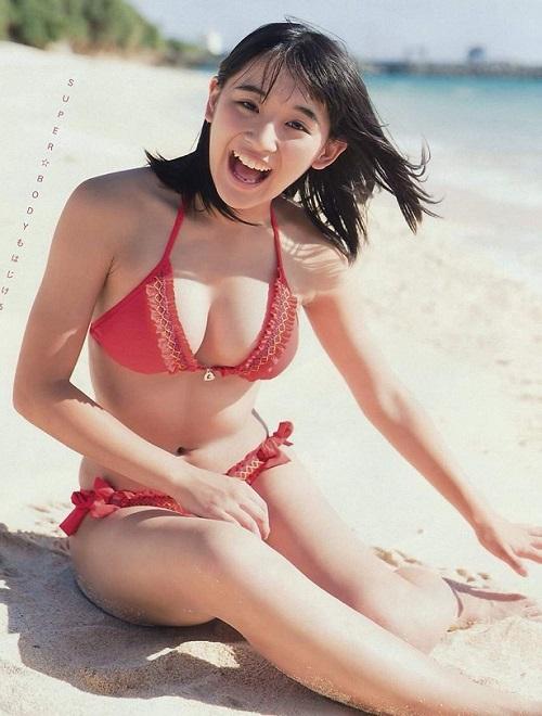 """""""Nữ thần gợi cảm mới"""" của Nhật Bản """"gây bão"""" với áo tắm mini"""