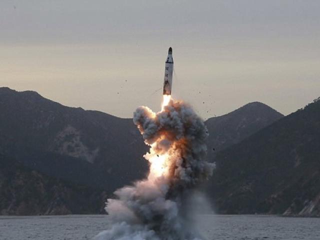 Nhật Bản phản ứng gấp khi Triều Tiên phóng tên lửa