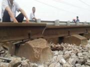 Tin tức trong ngày - Phát hiện đường ray gãy, hơn 1.100 hành khách thoát nạn