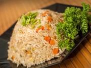Ẩm thực - Tuyệt chiêu làm cơm rang đơn giản cứu đói ngày tan muộn