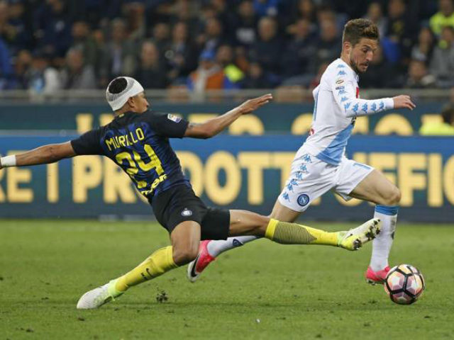 Inter - Napoli: Sai lầm ngớ ngẩn, cả đội thua đau