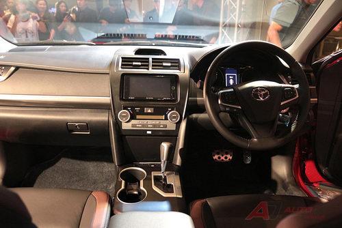 Toyota Camry thêm bản thể thao ESport giá 1,06 tỷ đồng - 3