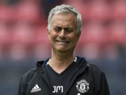 """MU bất bại 25 trận: Mourinho bị  """" chế giễu """" , không có viện binh"""