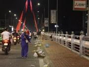 Tin tức trong ngày - Rác ngập đường phố Đà Nẵng sau lễ hội pháo hoa
