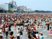 Tin tức trong ngày - Nóng trong ngày: Bãi biển ngộp thở, vạn khách phải quay về