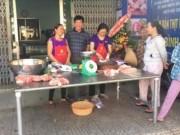 Thị trường - Tiêu dùng - Kéo nhau đi mua thịt heo giá rẻ, có loại 40.000 đồng/kg