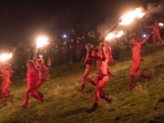 Nghìn người khỏa thân cháy hết mình trong lễ hội Lửa