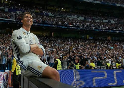 Ronaldo sẽ đoạt QBV: Vượt mặt Messi, vĩ đại như Pele - 3