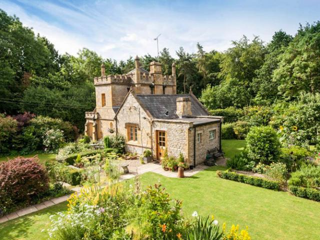 Lâu đài nhỏ nhất nước Anh được rao bán với giá rẻ bất ngờ