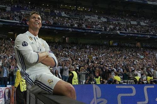 Ronaldo sẽ đoạt QBV: Vượt mặt Messi, vĩ đại như Pele - 1