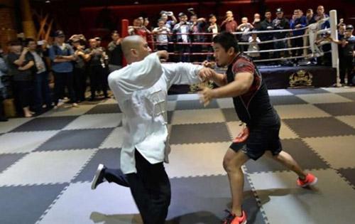 """MMA sỉ nhục võ Trung Quốc, """"Đệ nhất Thiếu Lâm"""" gửi chiến thư"""