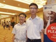 Giáo dục - du học - Mệt mỏi vì việc học, bố mẹ cho 2 con tự học ở nhà