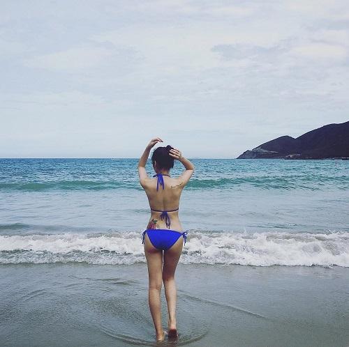 """""""Nấm lùn"""" Châu Bùi, Hòa Minzy mướt mắt với bikini khi hè về - 9"""