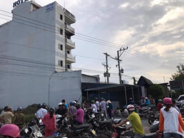 Cháy nhà nghỉ ở Sài Gòn, nhiều đôi nam nữ tháo chạy - 3