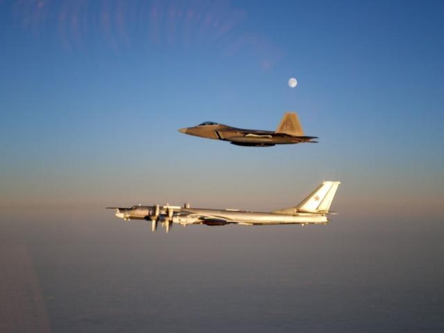 Cả phi đội chiến đấu cơ Nga áp sát biên giới Mỹ