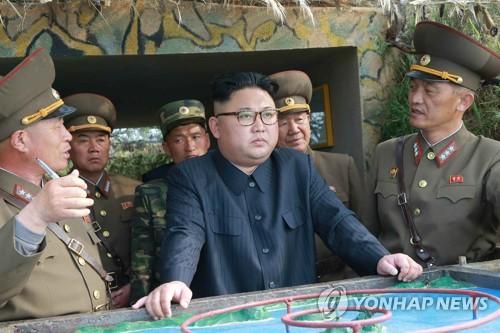 Kim Jong-un ra đảo tiền tuyến, dọa tấn công Hàn Quốc - 1