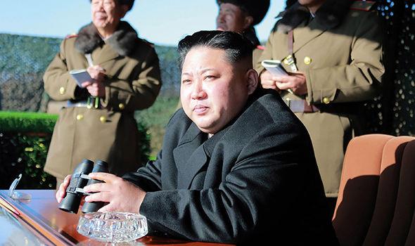 Kim Jong-un ra đảo tiền tuyến, dọa tấn công Hàn Quốc - 2