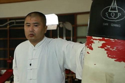 Chấn động MMA: Võ Trung Quốc bị sỉ nhục bởi nhân viên massage