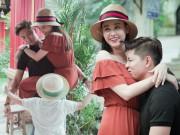 Không ngờ vợ chồng Tim - Quỳnh Anh lại vô tư tình tứ trước con thế