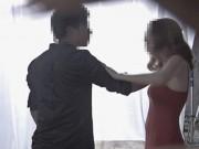 Chụp hình với trai lạ, cô gái bị người yêu kéo vào nhà nghỉ đánh đập