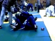 Thể thao - Sốc: Đánh không được, tháo đai thắt cổ đối thủ