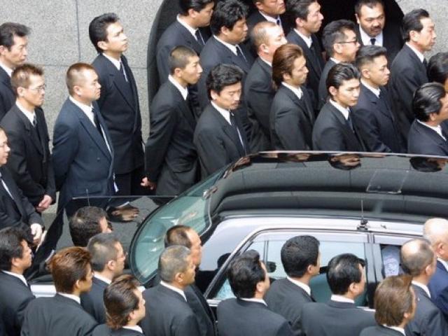Ngày tàn của băng đảng Nhật: Trộm đồ ăn sống qua ngày - 4