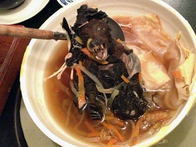 Phát khiếp với đặc sản súp dơi nguyên con