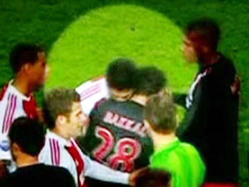 Siêu sao & kẻ tử thù: Suarez, chương đen tối nhất sự nghiệp ở Anh (P2) - 2