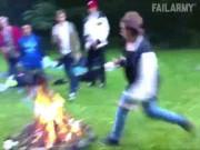 """Clip hài: Đừng bao giờ  """" đùa với lửa """""""