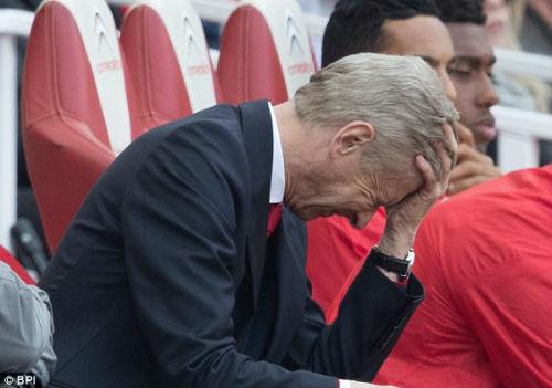 """Thuyết âm mưu: Mourinho tự thua vì """"ngân hàng điểm"""" Wenger"""