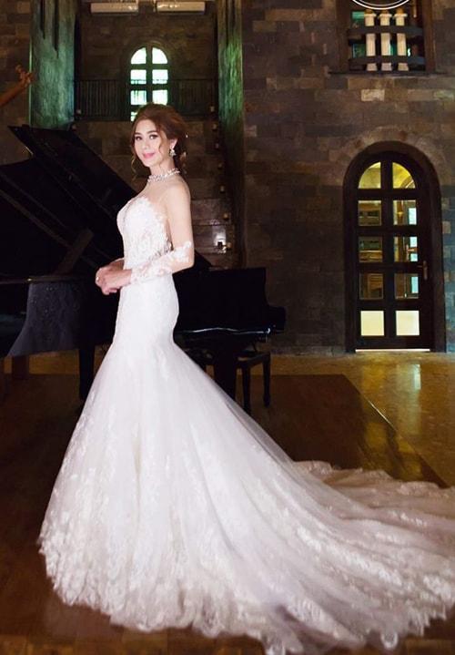 Lâm Khánh Chi mặc áo cưới xuyên thấu nuột nà bên chồng trẻ - 1