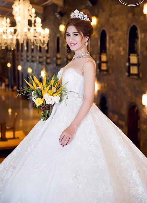 Lâm Khánh Chi mặc áo cưới xuyên thấu nuột nà bên chồng trẻ