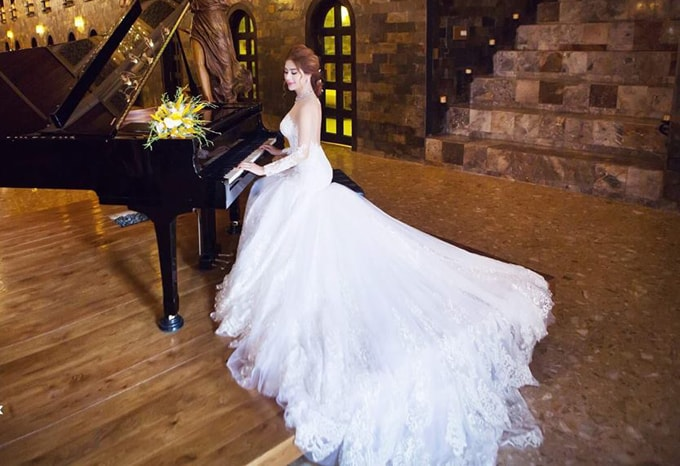 Lâm Khánh Chi mặc áo cưới xuyên thấu nuột nà bên chồng trẻ - 7