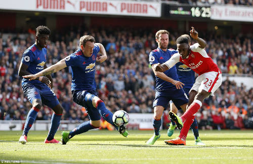 "Arsenal hạ MU: Thuốc giảm đau ""ngắn hạn"" cho Wenger - 1"