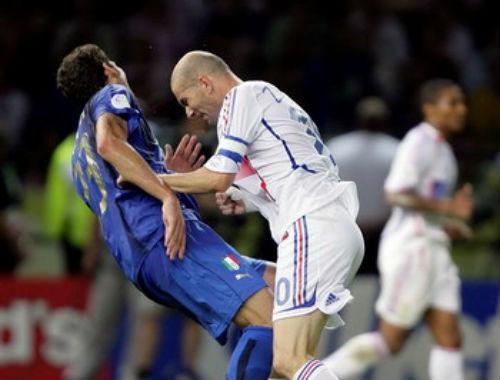"""Hận thù trăm năm: Zidane """"thiết đầu công"""" kinh điển & kẻ tử thù (P4) - 1"""
