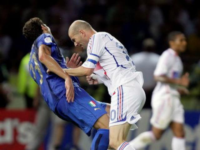 """Hận thù trăm năm: Zidane """"thiết đầu công"""" kinh điển & kẻ tử thù (P4)"""