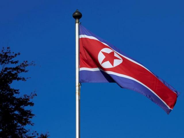 Triều Tiên bất ngờ thả công dân Mỹ bị tù khổ sai 15 năm - 2
