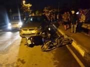 """Tin tức trong ngày - Ô tô """"làm loạn"""" trên phố SG, người đi xe máy văng tứ tung"""