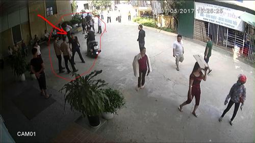 Côn đồ chửi nhân viên y tế, rút súng bắn bảo vệ bệnh viện
