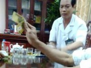 Vụ giám đốc bệnh viện mặc blouse đánh bài: Quá phản cảm!